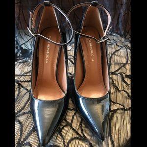 7.5 shiny black pointy toe, 5in heel w/ankle strap